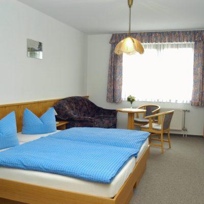 Ansicht Hotelzimmer mit Doppelbett